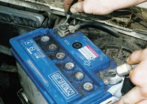 Как правильно отключить и подключить автомобильный аккумулятор?